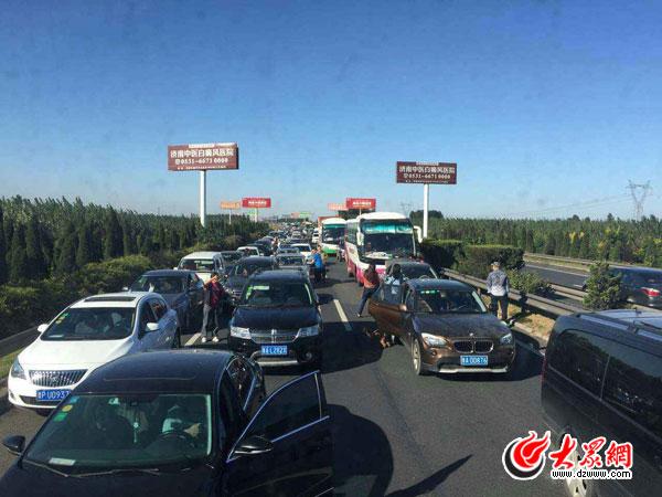 国国庆首日山东高速爆堵 胶州湾大桥黄岛方向多处入口临时关闭