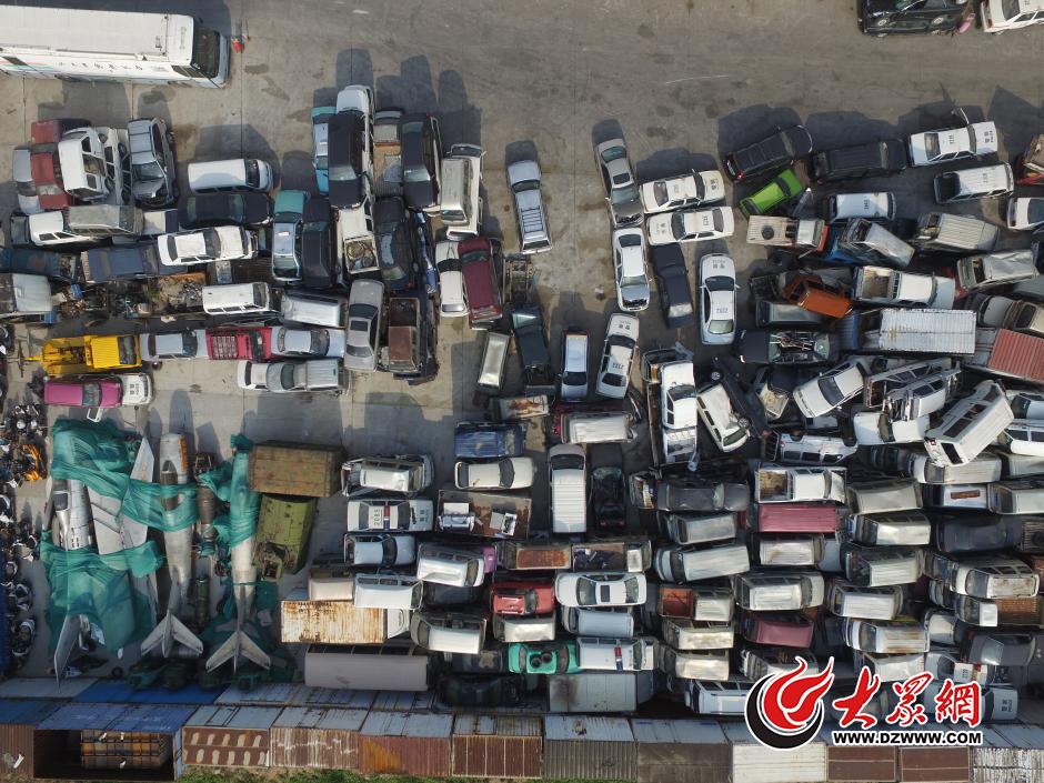 中华小轿车水箱在哪-,许多都是曾经中国道路上的经典车型.大众网记者 王长坤 贺辉 摄-高清图片